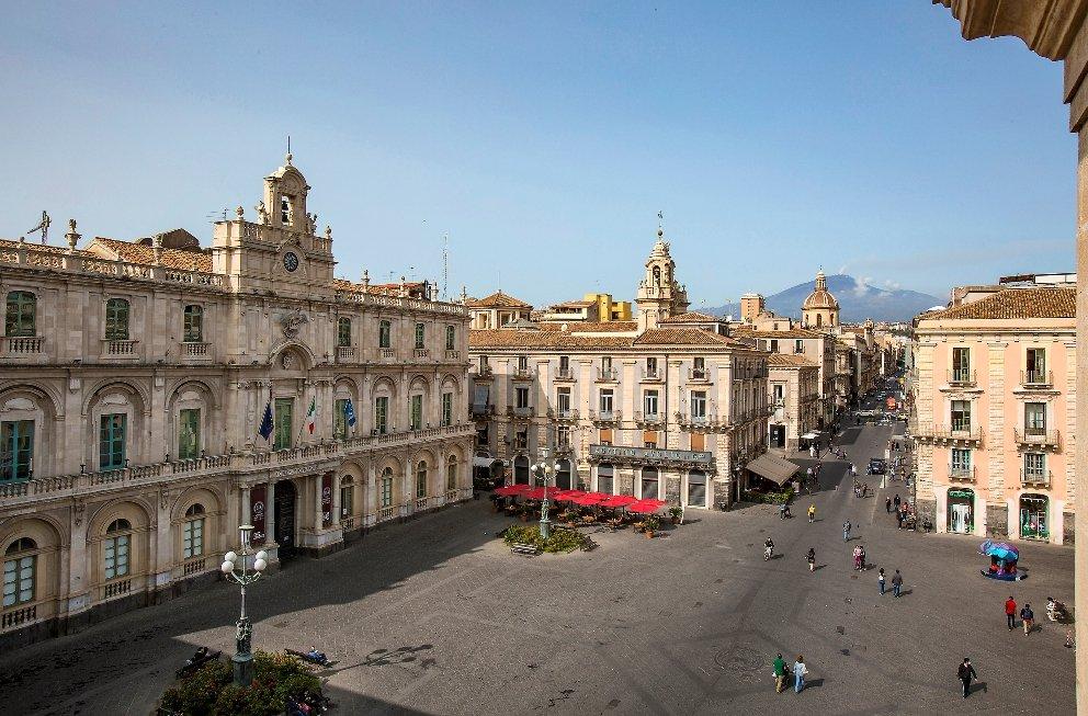 Appartamento in palazzo d'epoca ristrutturato Via Etnea angolare Piazza Università Catania