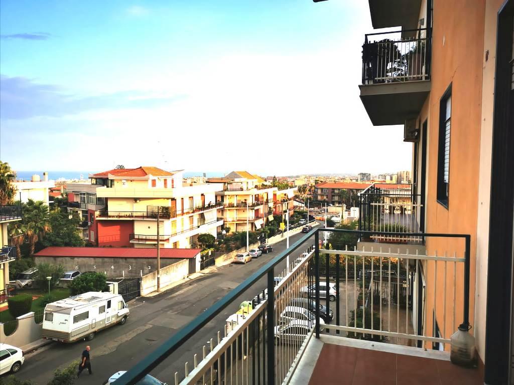 Appartamento  3 vani comodo inizio Via Galermo Catania
