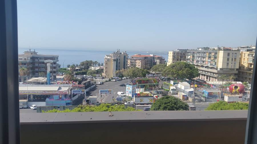 Affitto  uso  ufficio  appartamento 4 vani   fronte mare  Piazza Nettuno Catania