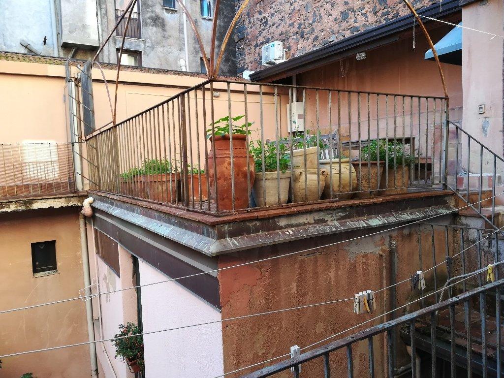 Appartamento 4 vani con terrazzo via Finocchiaro Aprile(Via Umberto) Catania