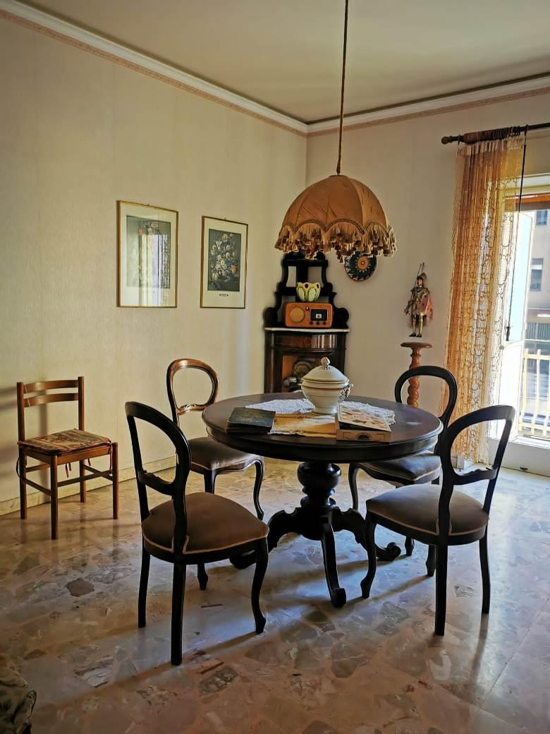 APPARTAMENTO 4 VANI VIA MODENA(VIALE VENETO)Catania