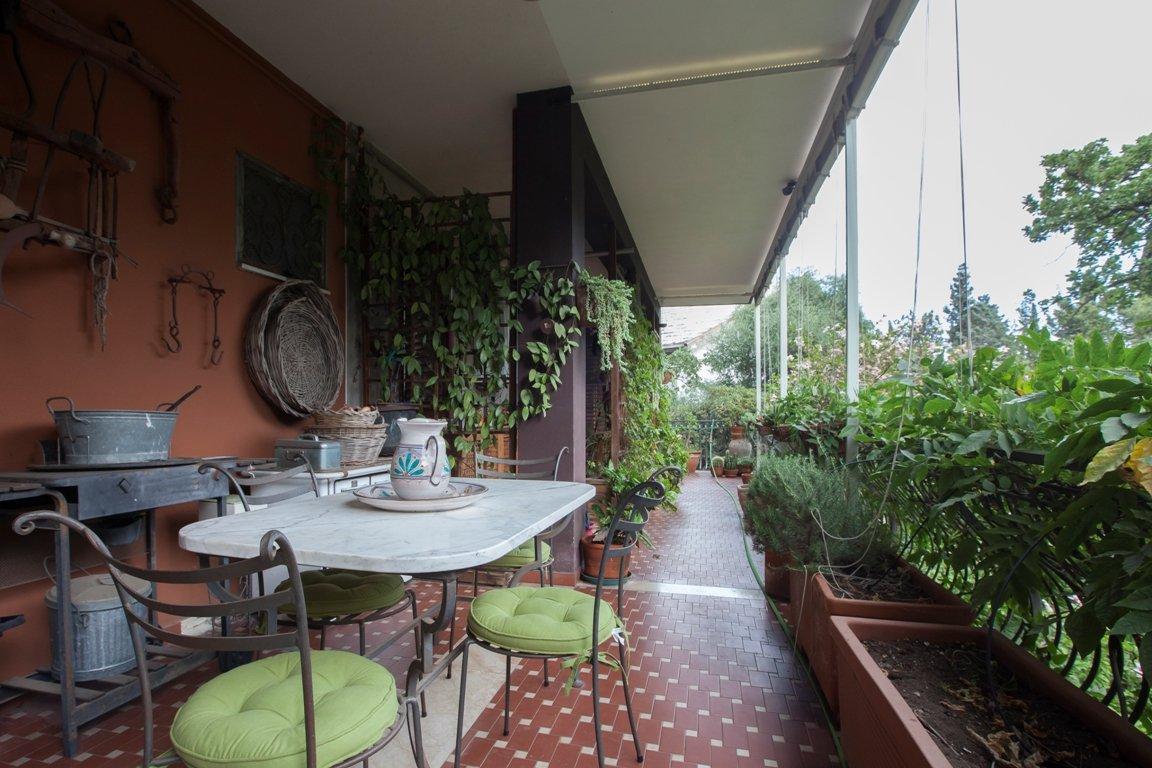Appartamento in villa giardino garage posti auto Gravina di Catania (Catania)